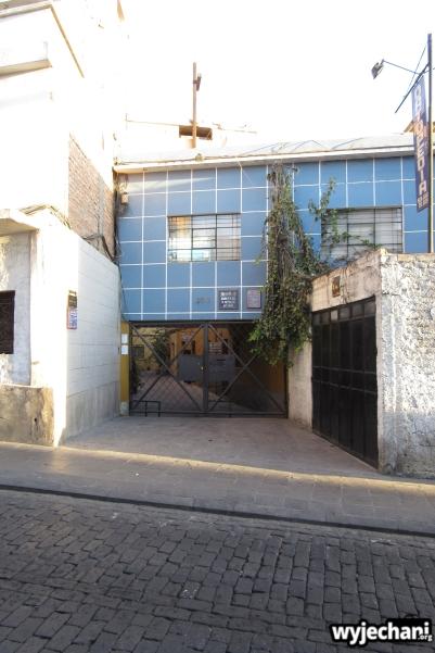 Rocio - wejście do szkoły