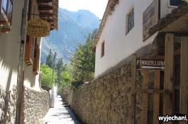 12 Ollantaytambo - w uliczce przed guesthousem