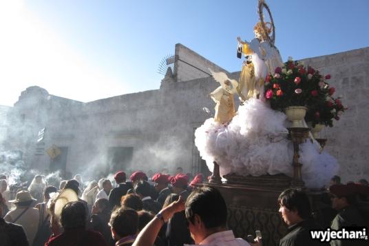Czwartek, godzina 15.30 - uroczysta procesja przeszła głównymi ulicami miasta
