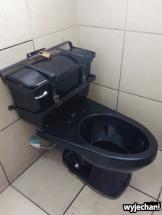 Strach o kradzieże jest wszechobecny, nawet w toaletach