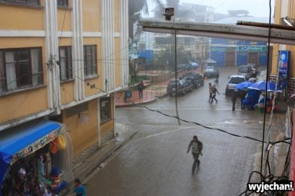 01 deszczowy widok z pokoju