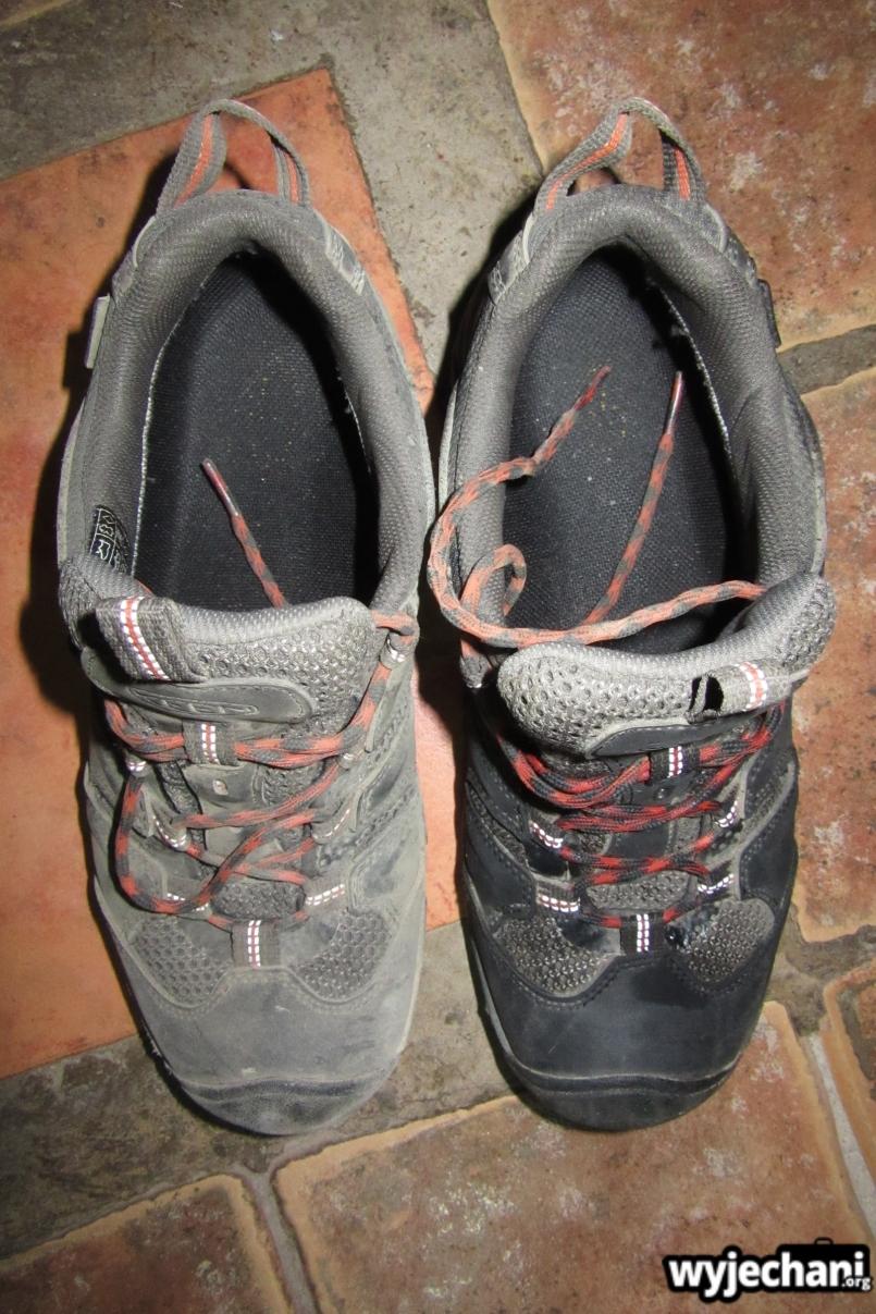 24 jeden but juz umyty a drugi jeszcze nie