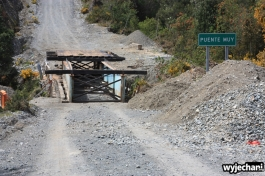 18 Carretera Austral, cz2 - ruta costera - mostek w zlym stanie