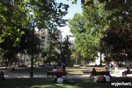 09 Santiago - odpoczynek na trawie