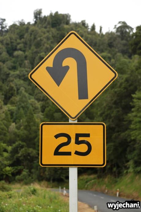 05 Taranaki - Forgotten World Highway - ograniczenie predkosci na zakrecie