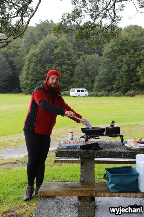 04 PN Fiordland - sniadanie i Przemus