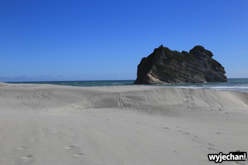 04 Wharariki Beach