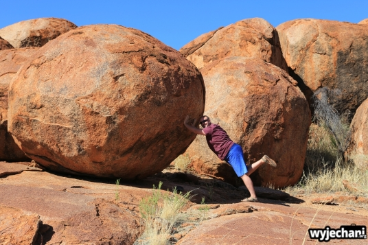24 Outback cz.2 - Devils Marbles