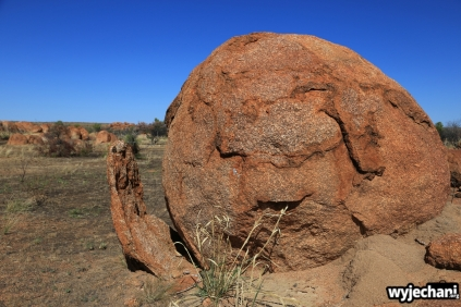 31 Outback cz.2 - Devils Marbles