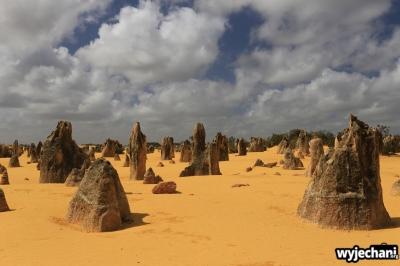 01-pn-nambung-pinnacles-desert